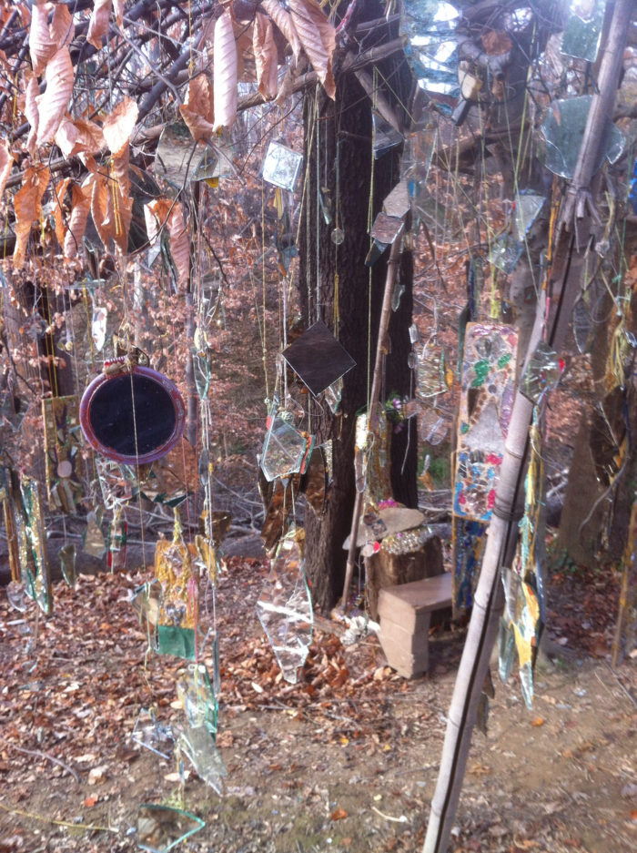 At every step more and more sculptures made of different natural materials like scrap metal, plastic pieces, old parts, mirrors and, of course, glass come into view.