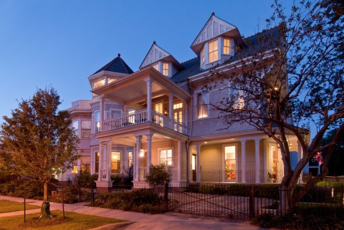 7) Grand Victorian Bed & Breakfast, 2727 St. Charles Ave.