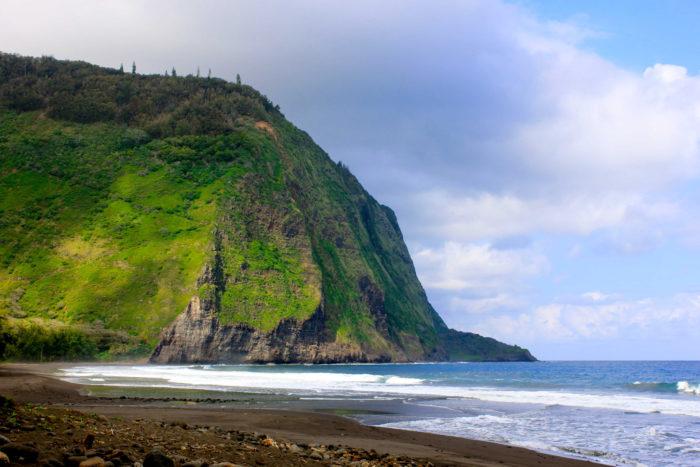 Hawaii S Hidden Waipio Valley Beach Is A Dream
