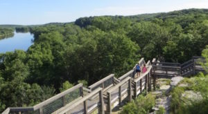 15 Marvelous Trails You Have To Hike In Illinois Before You Die