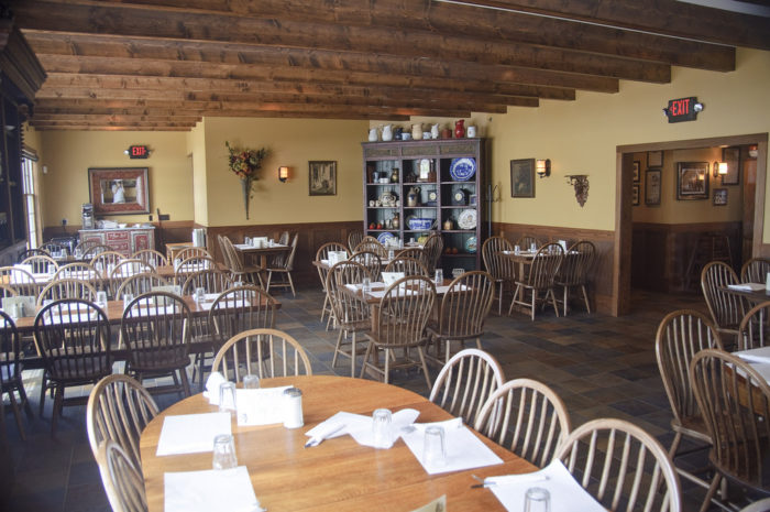 The interior offers a cozy country atmosphere, decorated with antique furniture, handmade quilts and handmade crafts.