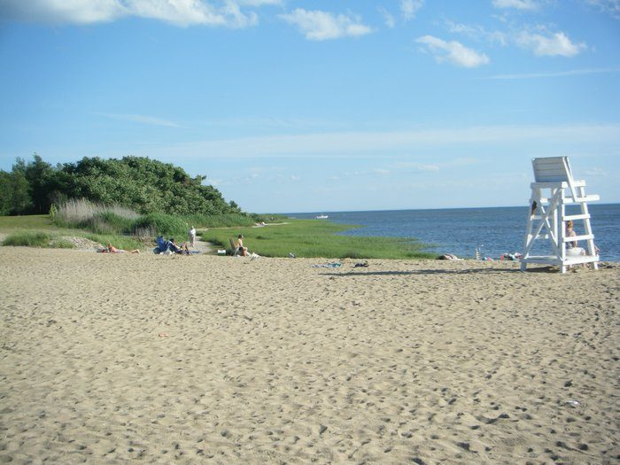 10 great beaches in connecticut on the long island sound for Beach towns in connecticut