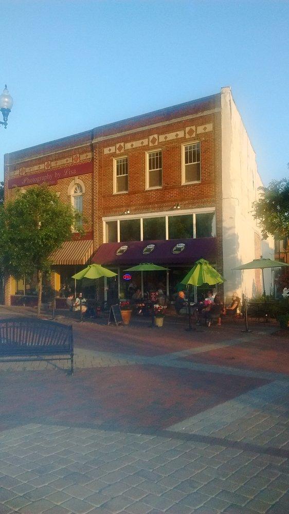 9. Me's Burgers & Brews (Danville)