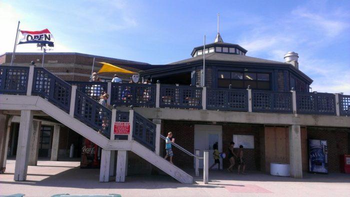 3. Easton's Beach Snack Bar, Newport