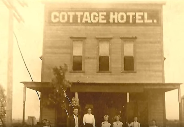 Skedee had a hotel called Cottage Hotel.