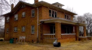 This Abandoned 1920s Mansion In Oklahoma Will Never Be Forgotten…And It's Hauntingly Beautiful