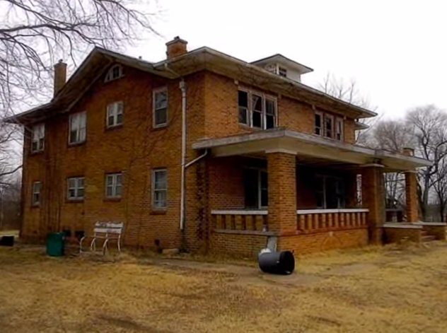 This abandoned 1920s oklahoma mansion is hauntingly beautiful for Building a house in oklahoma