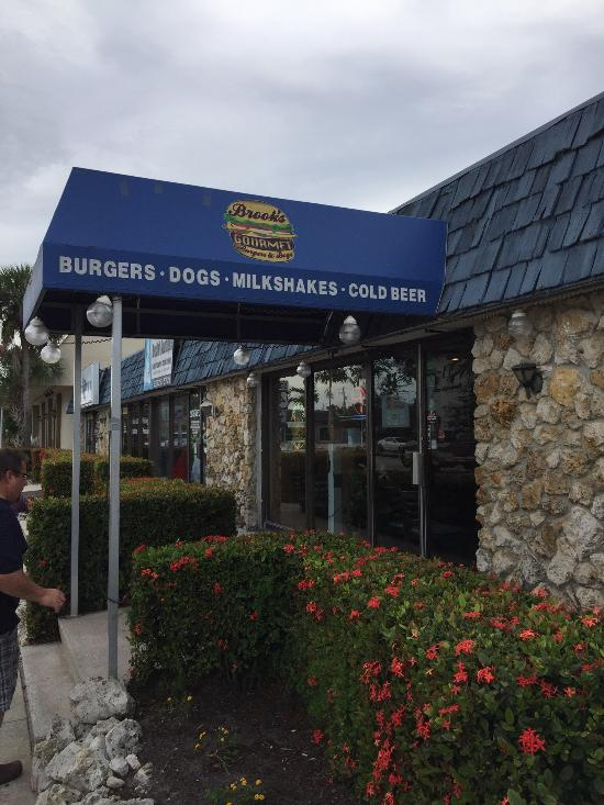 4. Brooks Gourmet Burgers and Dogs, Naples
