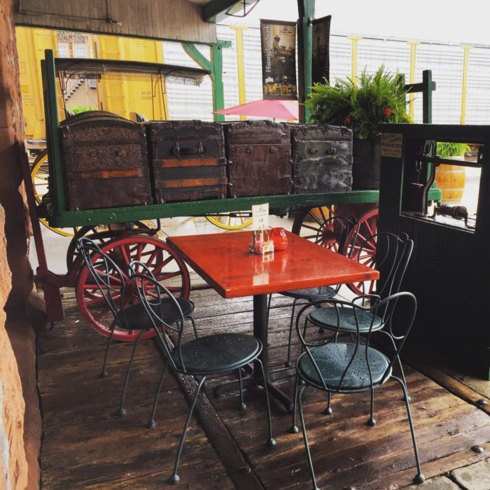 Vintage Restaurant Ma 108