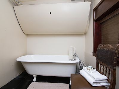 Then, soak your troubles away in this old-fashioned clawfoot tub before heading out to explore the town.