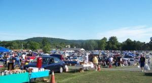 Everyone In Pennsylvania Should Visit This Epic Flea Market At Least Once