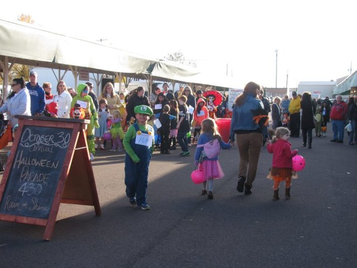 An annual Halloween parade that features costumed kids, eagerly waiting for treats to fill their plastic pumpkins. Prizes are awarded for the most original costume, the most beautiful costume, and the funniest costume.