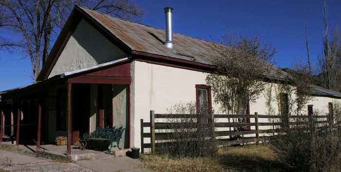 1024px-The_Curry_Saloon_in_Lincoln,_New_Mexico
