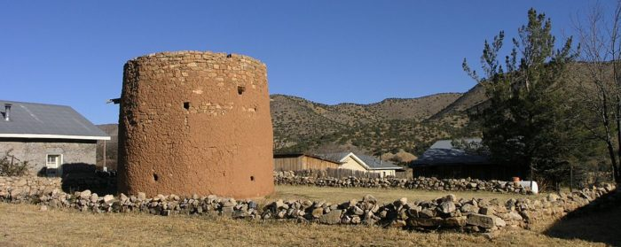 1024px-Torreon_structure_in_Lincoln,_New_Mexico