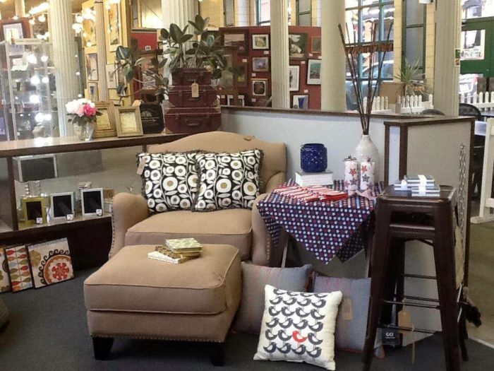 Room4change is your place to go if you need beautiful new furniture.