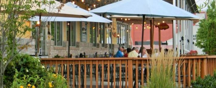 The 7 best riverfront restaurants in delaware for Big fish grill on the riverfront wilmington de