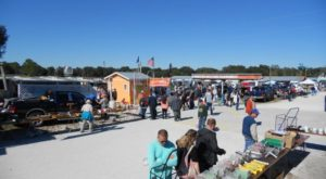 Everyone In Florida Should Visit This Epic Flea Market At Least Once