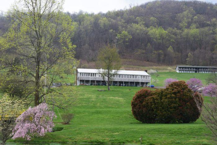 8. Graves' Mountain Lodge