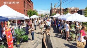 Everyone In Oregon Should Visit This Epic Flea Market At Least Once