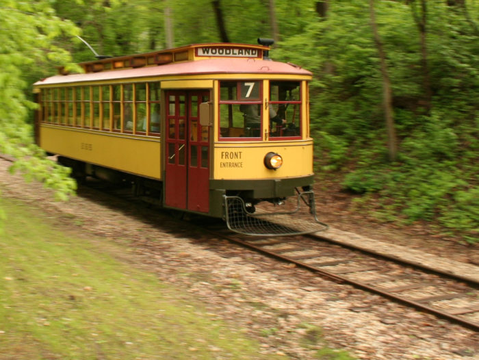 Rides on both lines last about 15 minutes. They wind through tree-lined passages, under bridges, and near the shores of city lakes.
