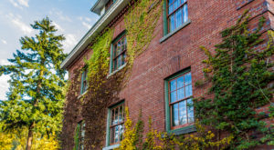 The Story Behind This Haunted Hotel Near Portland Is Truly Creepy