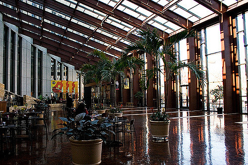 7. The windows at the Country Music Hall of Fame are designed to resemble piano keys.