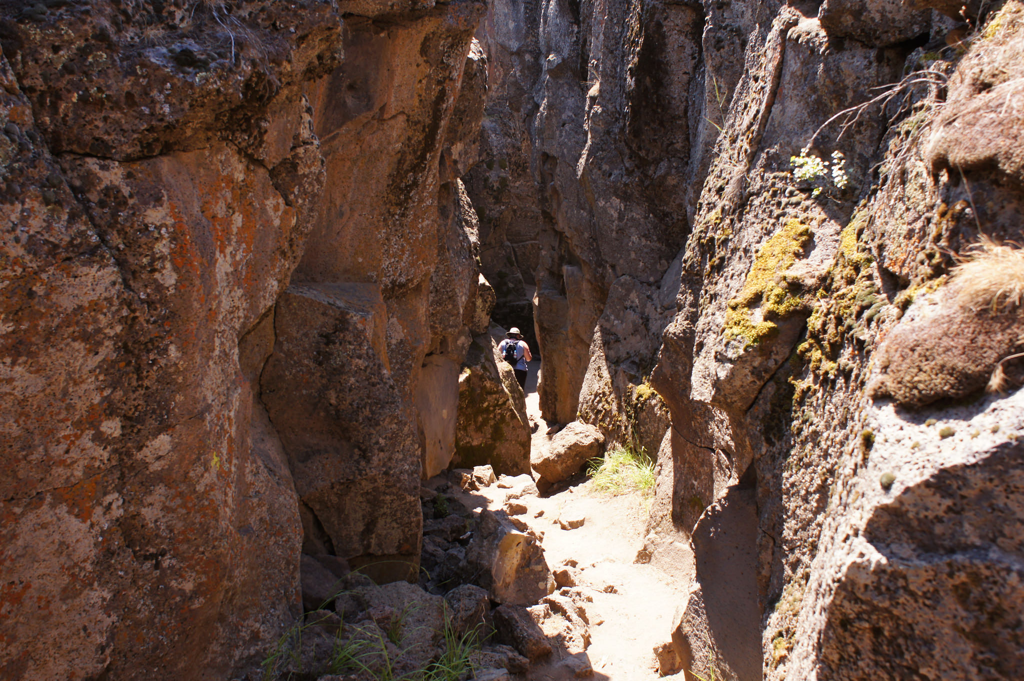 How Much Is A Mile >> Hike Through The Incredible Crack-In-The-Ground In Oregon