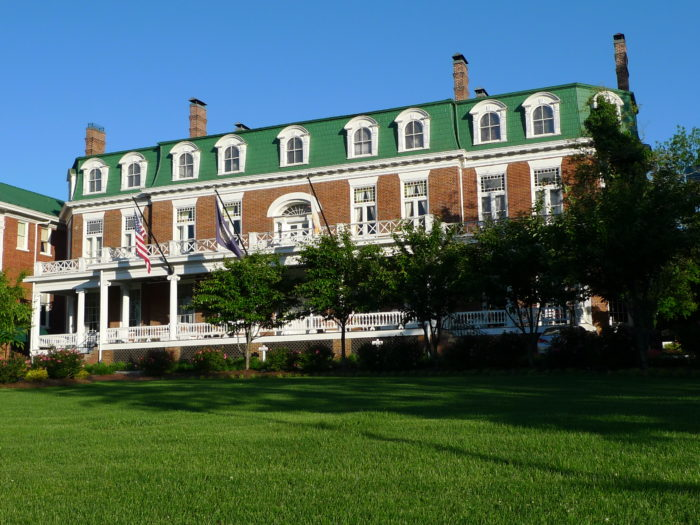 8. Martha Washington Inn (Abingdon)