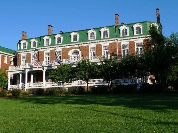 9. Martha Washington Inn (Abingdon)