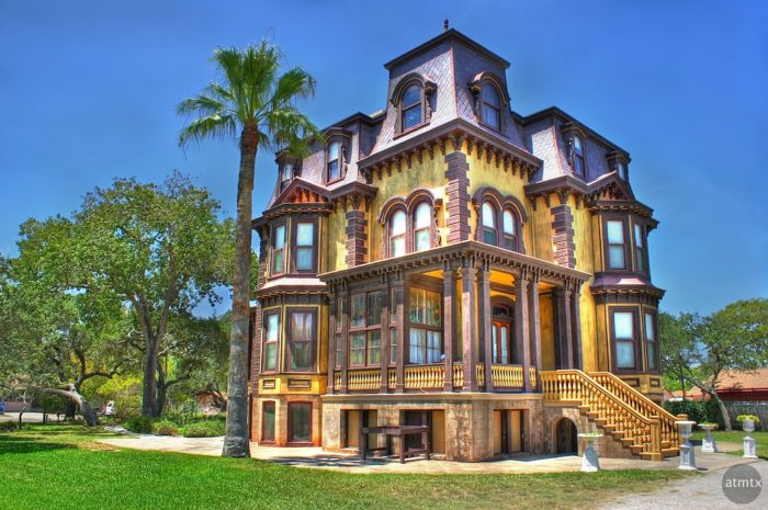 You can even tour a replica of The Fulton Mansion which was built in 1877 and had running water, central heating, and gas lighting - an absolute marvel for its time.