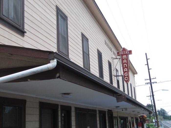 4. Manago Hotel Restaurant, Captain Cook