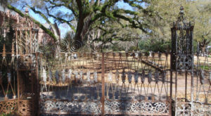 The Story Behind This Haunted Cemetery In Louisiana Is Truly Creepy