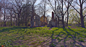 This Ghost Town Hiding In Kansas Is Hauntingly Beautiful