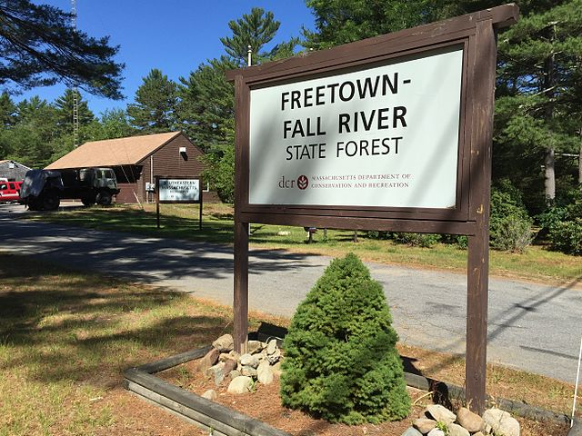 640px-Freetown-Fall_River_State_Forest_entry_sign