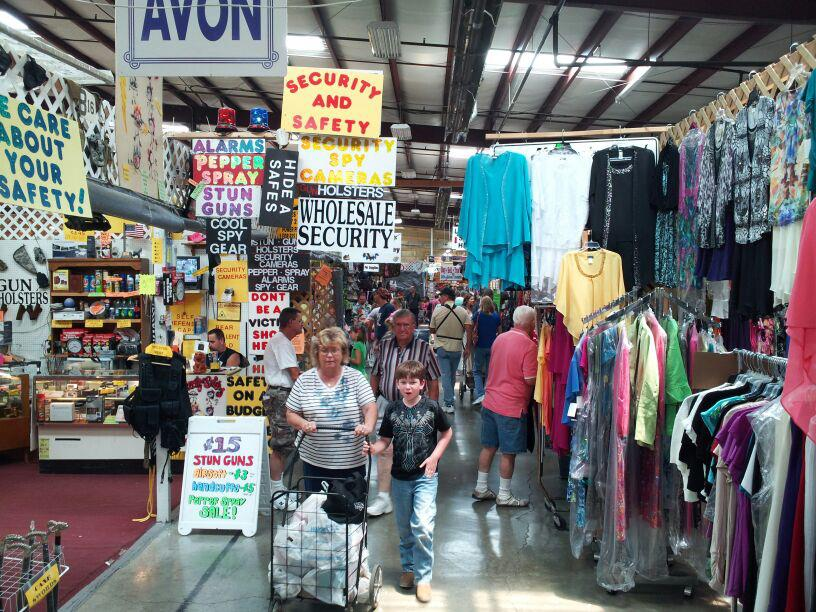 Everyone In Tennessee Should Visit This Epic Flea Market At Least Once