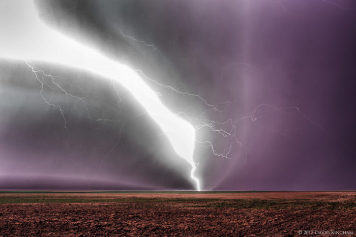 Because of its hot and dry summers and cold and dry winters, the Eastern Plains are prone to receiving severe and jaw-dropping weather, including numerous tornadoes, thunderstorms, and blizzards.