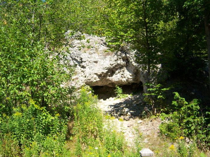 800px-skull_cave_mackinac_island