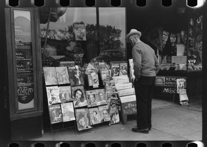 8. Books and magazines were placed outside of shops to attract passersby.