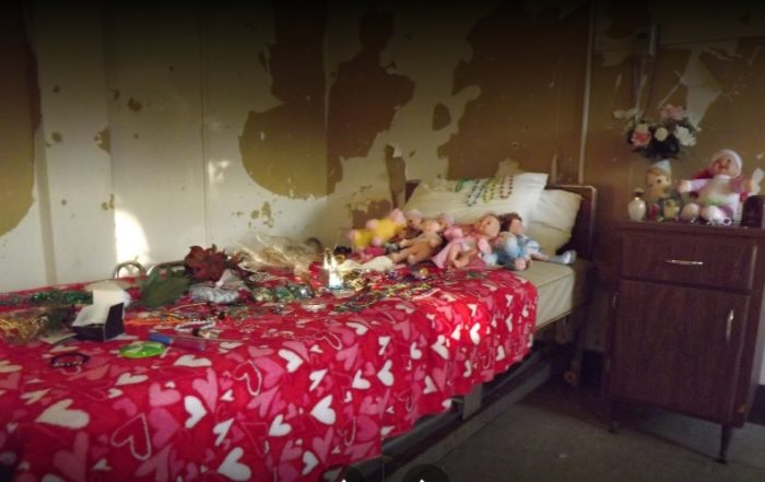 Numerous spirits are said to remain at Hill View Manor, including several rambunctious souls, such as Mary Virginia who had a love of dolls. (The bed below is said to be Mary's with dolls left by recent visitors.) A little boy is also said to haunt the room in which he died.