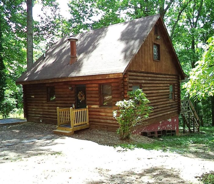5. James Riverfront Cabin (Madison Heights)