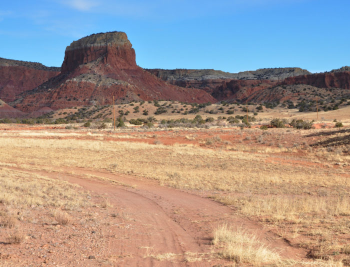 The trailhead is behind the Ghost Ranch museums. Cross the arroyo to begin the hike.