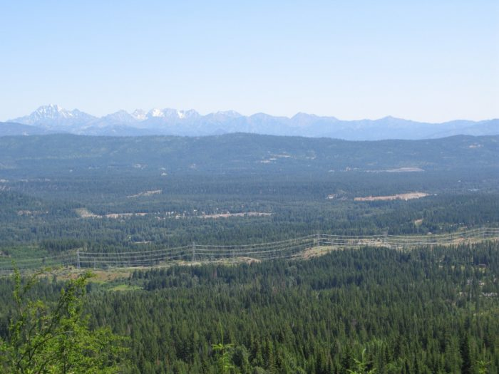 Cle Elum is located right at the base of the Cascade Mountains, so it's a very picturesque area. Its close proximity to the Wenatchee National Forest makes it a popular place for fans of the great outdoors.