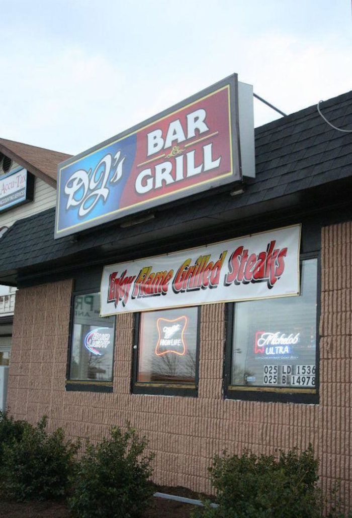 8. DJ's Bar and Grill