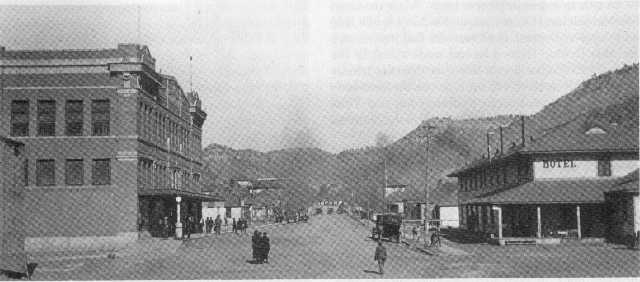 This is what the main street looked like in 1916.