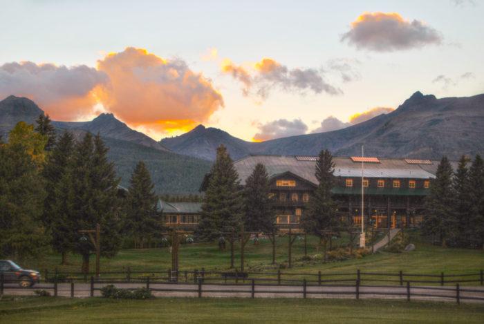 Glacier Park Lodge. Montana ( 3 views )-8476970164