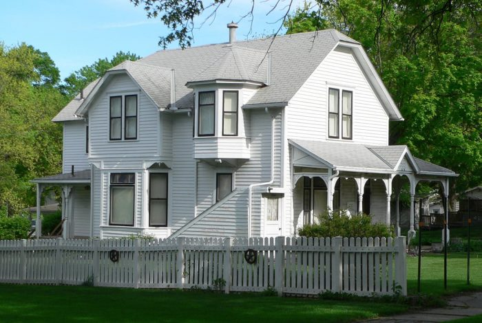 There are also plenty of places here for history lovers. The Hanson House, below, was once the home of Pulitzer Prize-winning composer Howard Hanson. It's now a museum dedicated to preserving the memory of Hanson and several other Wahoo natives.