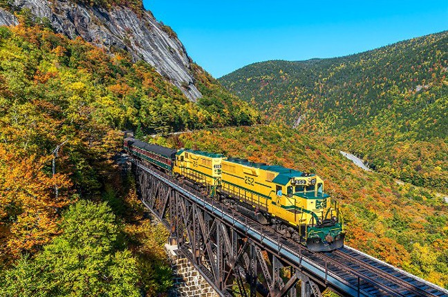 This Fall Foliage Train Through New Hampshire Is Stunning