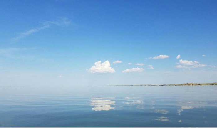 Just look at that - a clear blue sky topping the baby blue of the lake.  You want to be here right now, don't you?