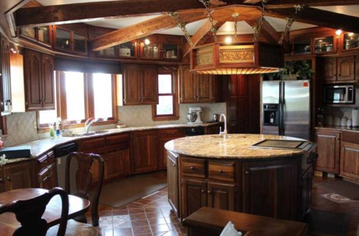 This lavish kitchen would even make the most esteemed chefs jealous.