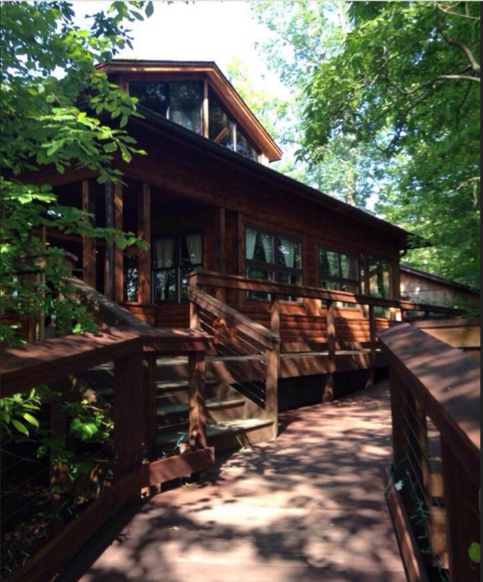 Smokey's On The Gorge will give you a dining experience that will make you feel like part of nature.